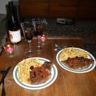 Hovězí steak s olivami a sušenými rajčaty recept