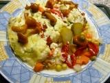 Gratinovaný květák s rajčaty a paprikou recept