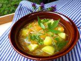 Letní lehká polévka z brambor, kedlubny a mrkve recept ...