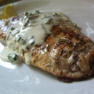 Křupavý losos se smetanovým přelivem recept