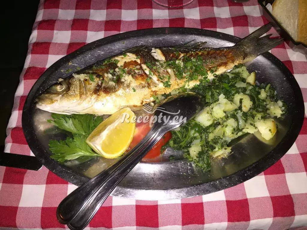 Pstruh na česneku recept  ryby