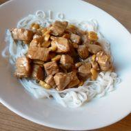 Rýžové nudle s vepřovým masem a buráky recept