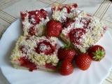 Drobenkový koláč s pudinkem a jahodami recept