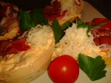 Báječné občerstvení s několika druhy sýrů a švarcvaldskou šunkou ...