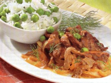 Hovězí Stroganoff s hráškem a rýží