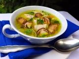 Slepičí polévka se zázvorem a hříbky recept