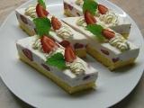 Jogurtové řezy s ovocem recept