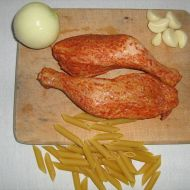 Uzená kuřecí stehna s těstovinami recept