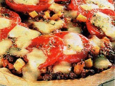 Pizza s mletým masem a ananasem
