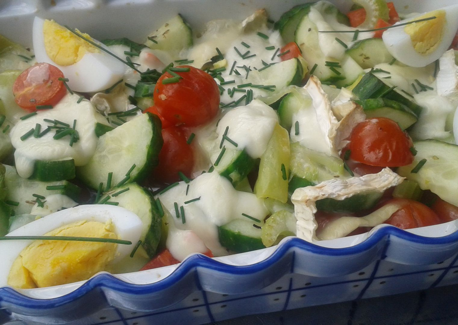 Teplý salát se sýrem recept