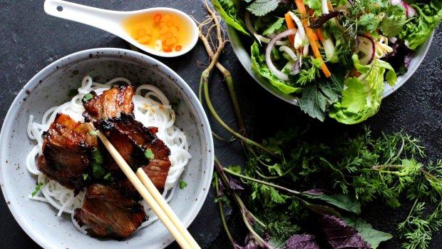Bún chả – grilovaný vietnamský bůček