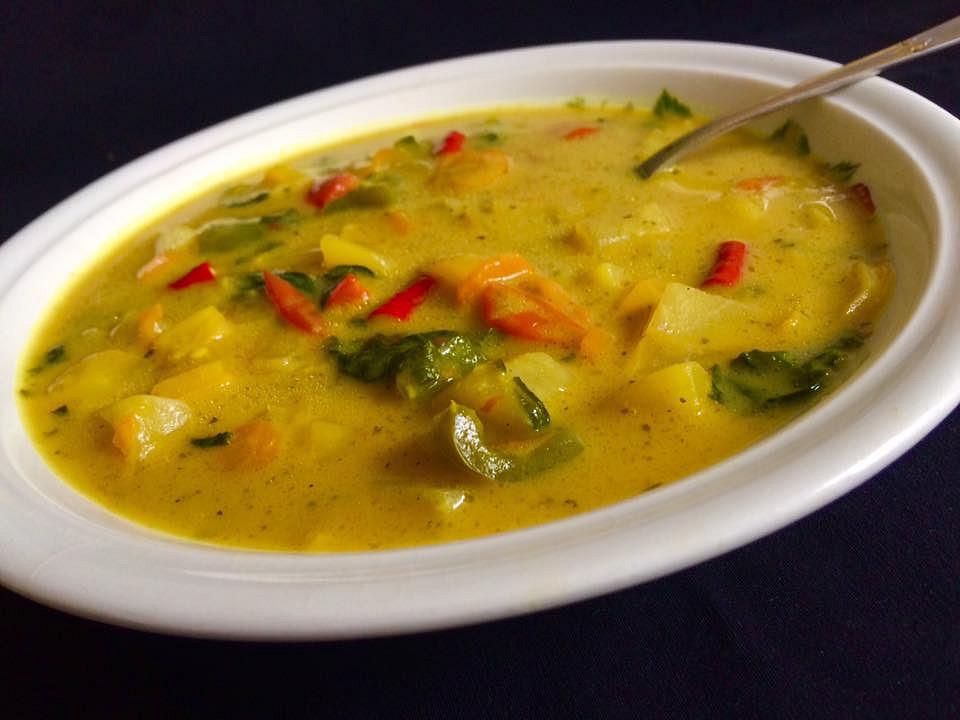 Pikantní zeleninová polévka na másle s kurkumou recept ...