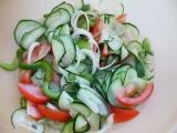 Okurkový salát jako příloha recept