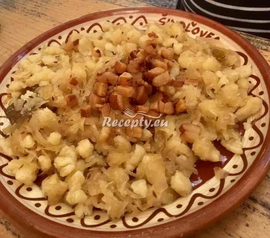 Halušky se zelím recept  bramborové pokrmy