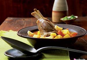 Jehněčí nožička dušená v zelenině