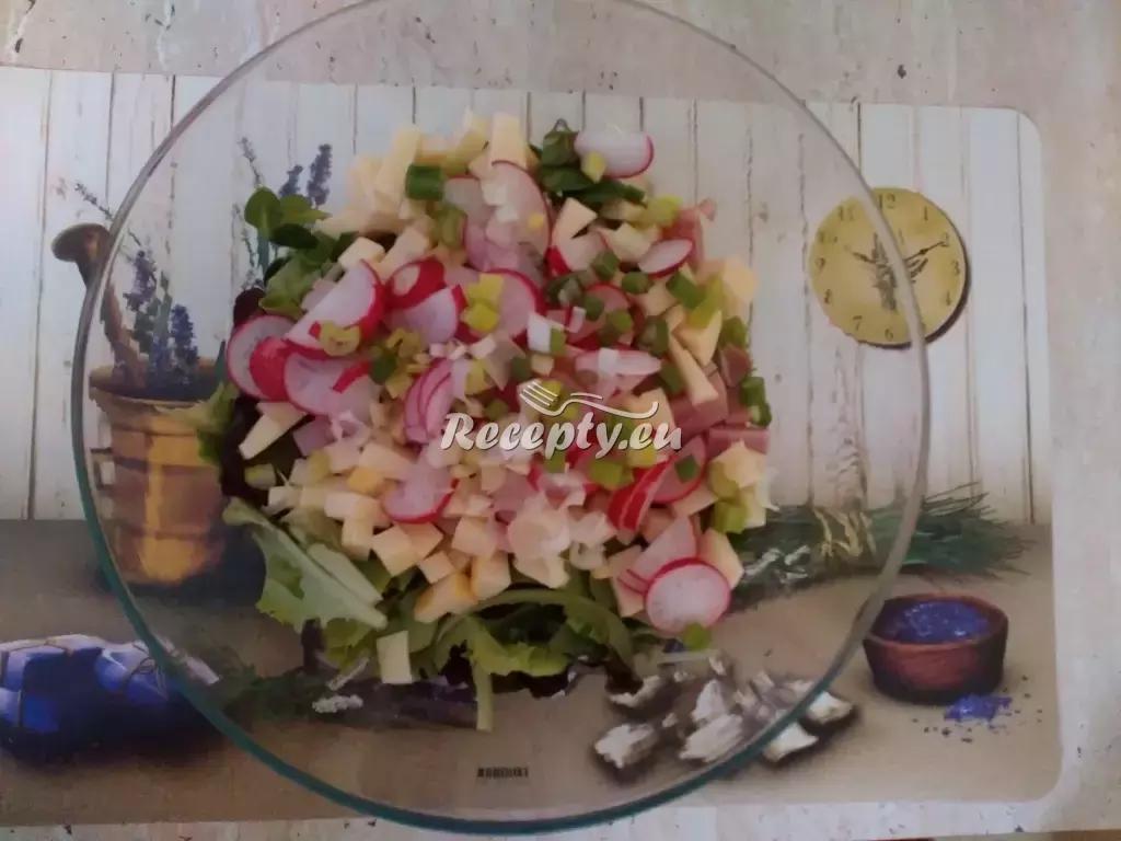 Ředkvičkový salát se sýrem recept  saláty