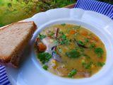 Houbová polévka s cizrnou a zeleninou recept
