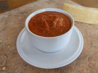 Pesto z grilovaných paprik nebo sušených rajčat