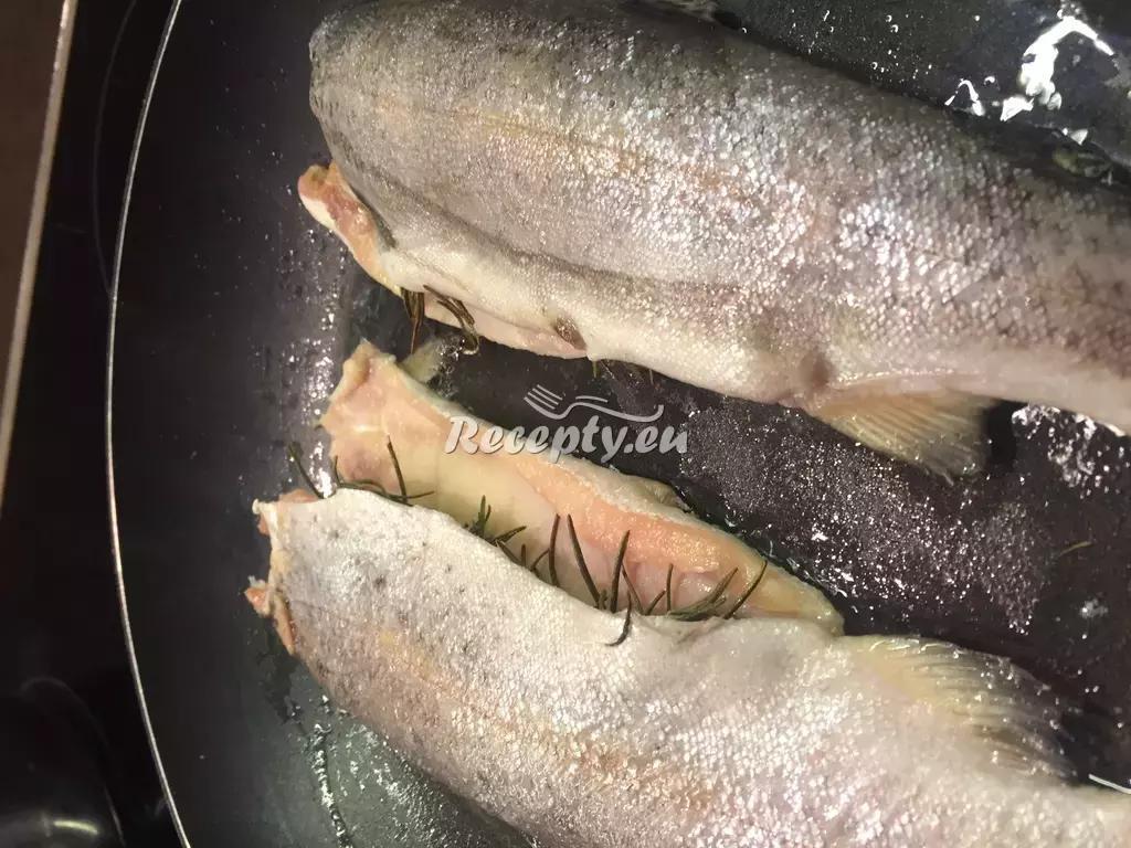 Pstruh na mlynářský způsob recept  ryby