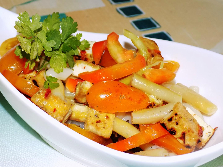 Tofu salát s těstovinami recept