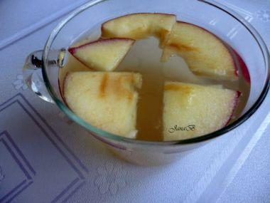 Zázvorový čaj s medem a jablkem