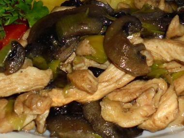 Kuřecí maso s pórkem a houbami