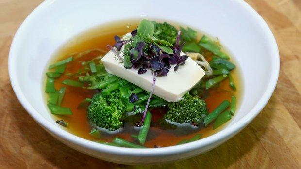 Polévka s tofu