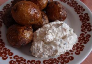 Nivový dip (nejen) s pečeným bramborem