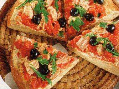 Chlebová pizza s tuňákem