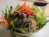 Vietnamský salát Bún bò Nam Bộ recept