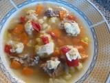 Polévka s kapio-hermelínovým masíčkem recept