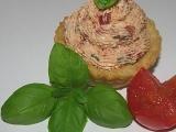 Toastové košíčky s rajčatovo-bazalkovým krémem recept ...
