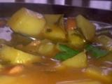 Neklasický guláš s uzeninou, špenátem recept