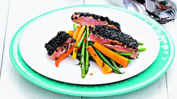 Tuňák v sezamové krustě se zeleninou v páře