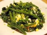 Špenát s fazolovými lusky a vejcem recept