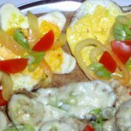 Salát se slaninou a sázenými vejci recept