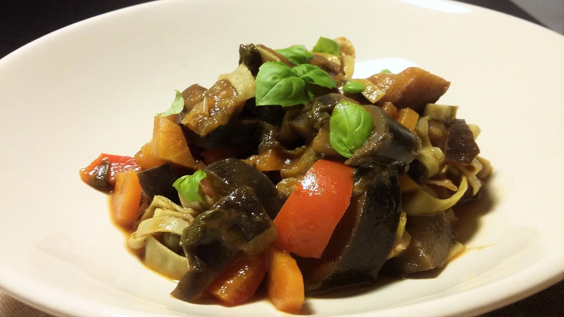 Těstoviny se sladkokyselou zeleninou recept