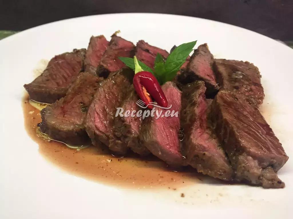 Hovězí steak podávaný na toastu recept  topinky, toasty, sendviče ...