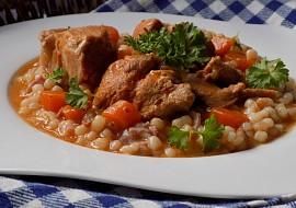 Vepřové dušené maso s mrkví a slaninovou tarhoňou recept ...