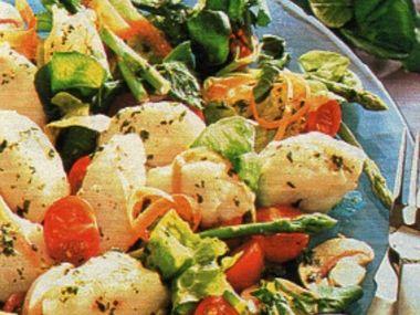 Salát s bramborovo-sýrovými noky