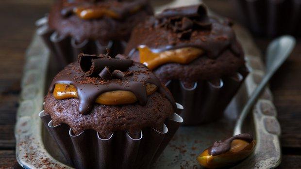 Čokoládové cupcakes s karamelovou polevou