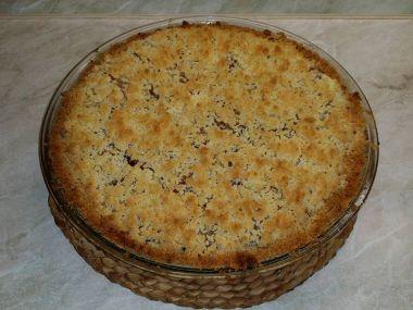 Švestkový koláč s drobenkou a vanilkovým pudinkem