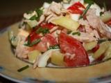 Salát s medvědím česnekem a tuňákem recept
