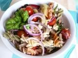 Těstovinový salát s tuňákem, fazolkami a cherry rajčaty recept ...
