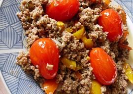 Mleté maso na paprikách a cherry rajčátkách recept