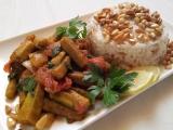 Dusena okra s arabskou ryzi a piniovymi orisky recept