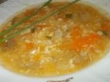 Hovězí polévka s rajčátkama, paprikou a kořenovou zeleninou ...