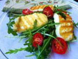 Grilovaný sýr Halloumi s rukolou a rajčaty recept