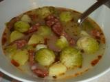 Polévka z růžičkové kapusty s klobásou recept