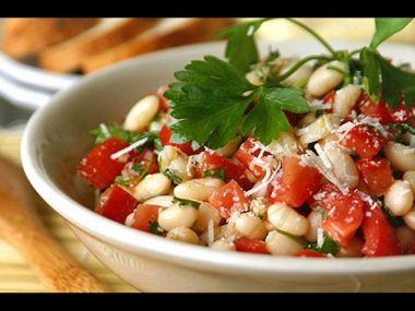 Fazolový salát s rajčaty